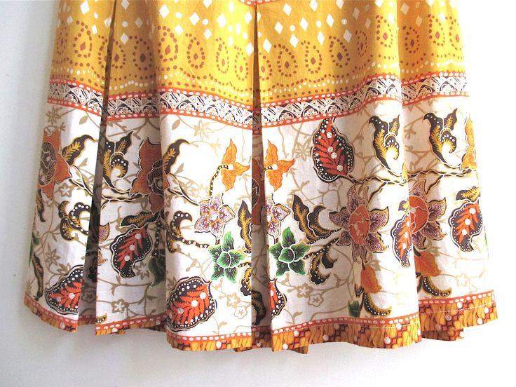 REDUCED Vntg pleated skirt Indonesian batik fabric by StudioKroko