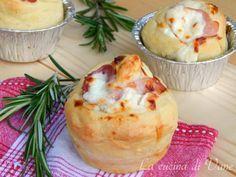 muffin pizza con stracchino e prosciutto, ricetta lievito golosa e facile da fare.I muffin pizza sono morbidi e con un goloso ripieno,ottimi anche per feste