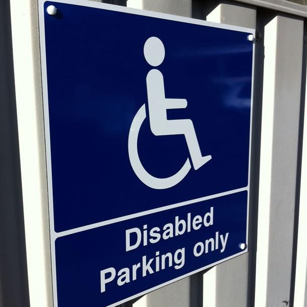 Disabled parking sign (blue badge)