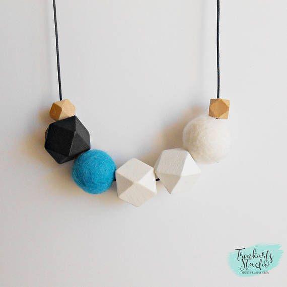Feltro di lana palla & geometrici verniciato legno perlina collana - ghiaccio blu - nero, bianco e Aqua Blu