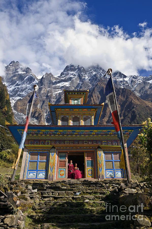 Temple and Himalayan peaks at a remote Tibetan Bud…