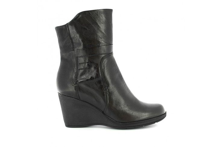 Laredo 3104 Black Rodeo - Black Boreale - Half boots in real leather vintage look with metallic inserts and side zip. Rubber sole, heel 7 cm high.