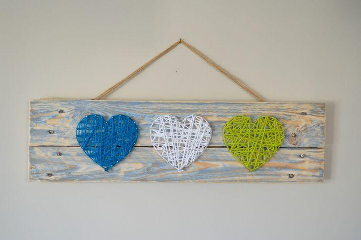 String art 3 coeurs sur palette de bois recyclée