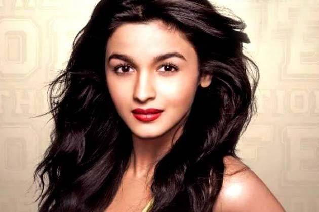 बॉलीवुड की नवोदित अभिनेत्री और महेश भट्ट की पुत्री आलिया भट्ट अपनी आने वाली फिल्म उड़ता