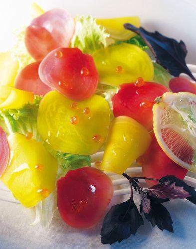 Carpaccio de betteraves, oeufs de saumon, batavia et basilic pourpre - Alain Passard
