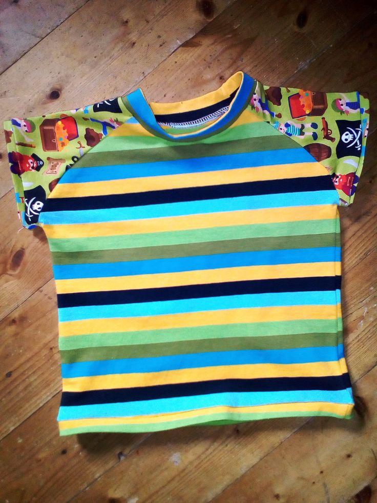 86-os méretű fiú póló