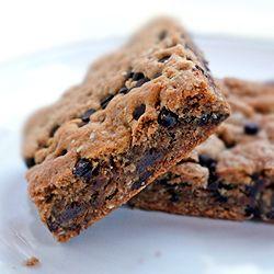 Quinoa Breakfast Brownies with dark chocolate chips. Vegan and gluten ...