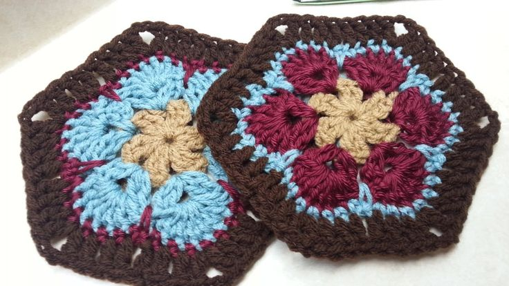 #Crochet Granny Flower Hexagon #TUTORIAL on the top again. Granny flower hexagon ~ crochet african flower; bag o day