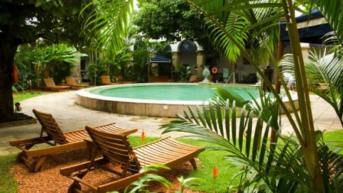 landscape design for swimming pools  http://www.landscape-design-advisor.com/landscape-design-for-swimming-pools.html#