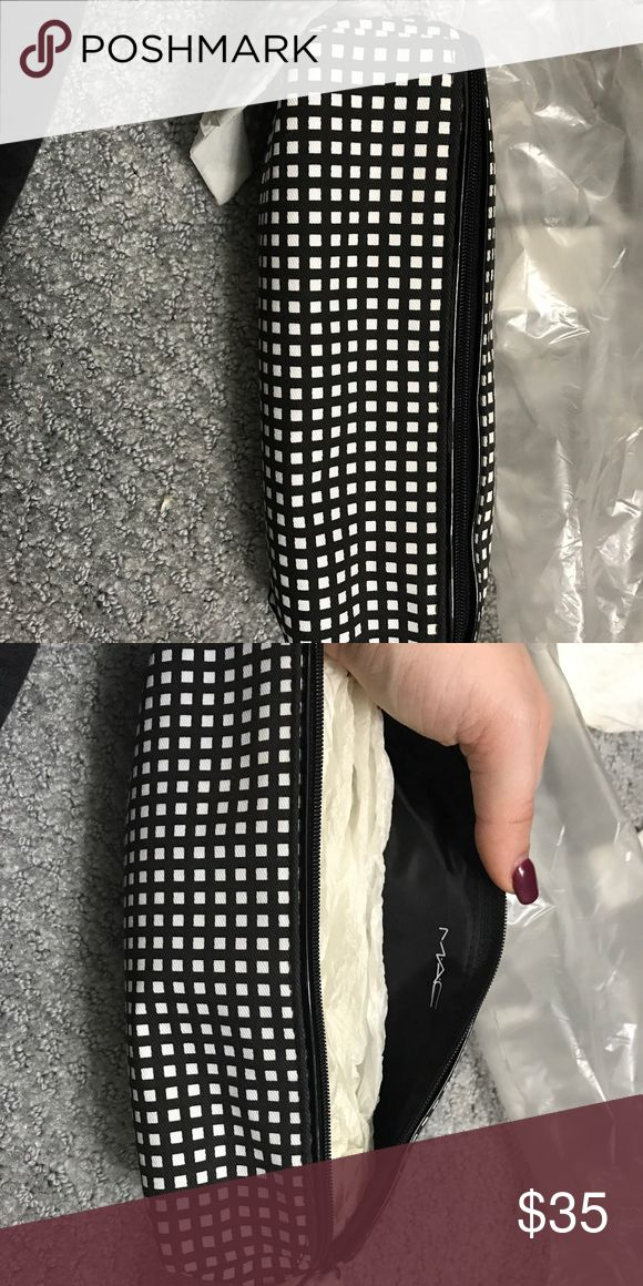 MAC makeup bag Never used. Comes in bag. Great condition. MAC Cosmetics Bags