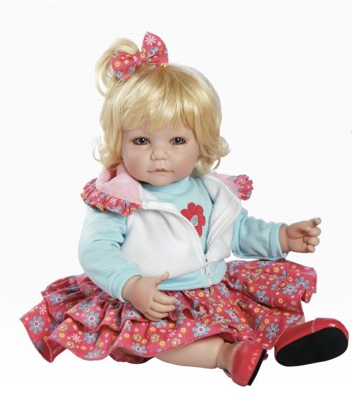 32 best images about adora dolls on pinterest vinyls for Chambre bebe toys r us