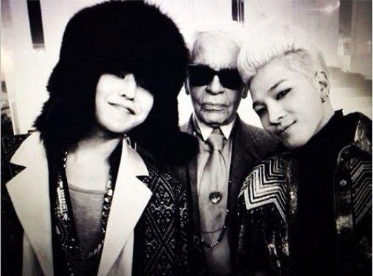 """Em 21 de janeiro, G-Dragon, o líder do BIGBANG, postou em seu Instagram uma foto dele mesmo e seu amigo Taeyang com o líder da moda mundial Karl Lagerfeld. Junto à foto, ele escreveu: """"Foi um…"""