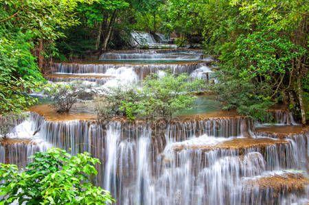 Letöltés - Vízesés a mély esőerdők dzsungel (huay mae kamin vízesés i — Stock Kép #34126229