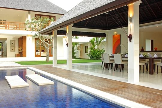 Villa Asante - Pool side dining area - Canggu