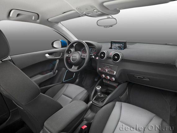 Салон хэтчбека Ауди А1 Спортбэк 2015 / Audi A1 Sportback 2015 – передняя часть