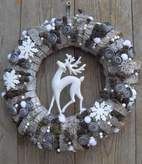 Hóesés a tisztáson - téli ajtódísz, Dekoráció, Otthon, lakberendezés, Karácsonyi, adventi apróságok, Ünnepi dekoráció, Ennek a különleges ajtódísznek az alapját egy akácfa vastagabb ágának szeleteiből készíte..., Meska