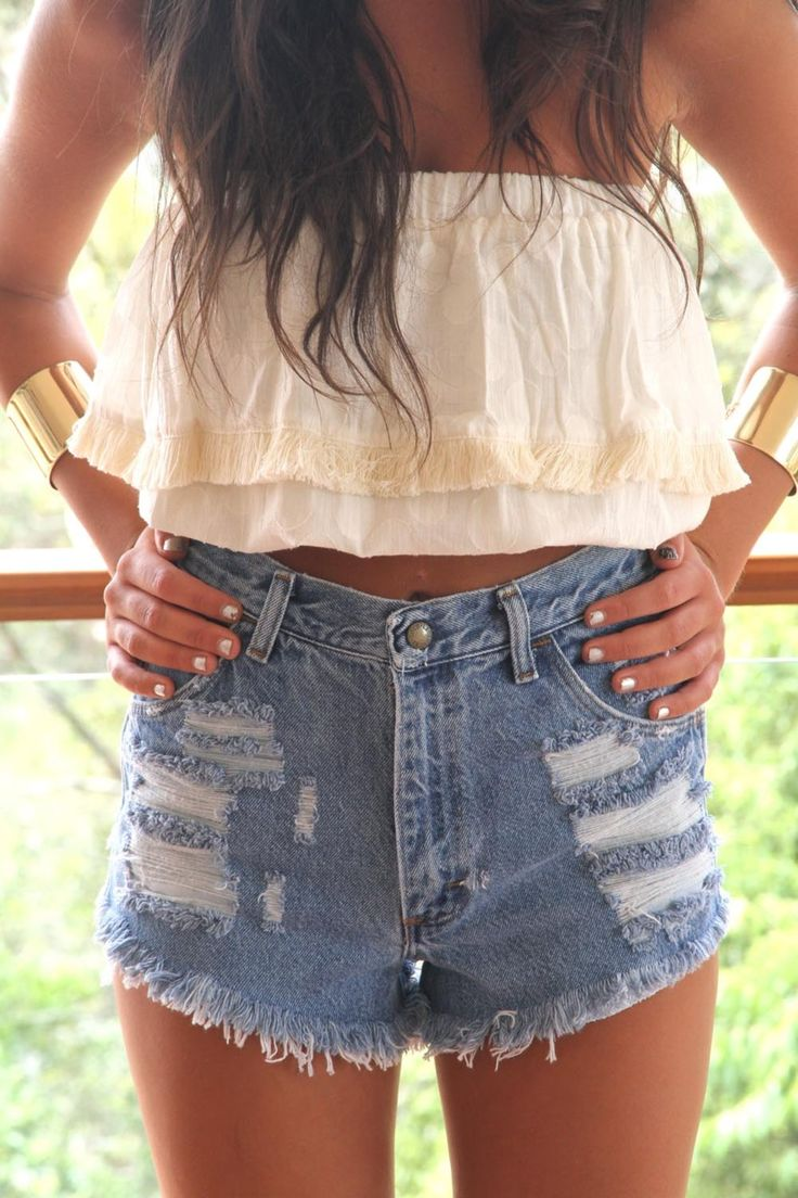 high wasted shorts: Summer Looks, Crop Tops, Tube Tops, Summer Outfits, High Wasting, Highwaist, Jeans Shorts, Summer Clothing, High Waist Shorts