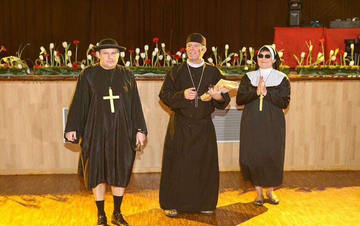 Trio comique : Des prêtres peu orthodoxes pour des confessions à mourir de rire.