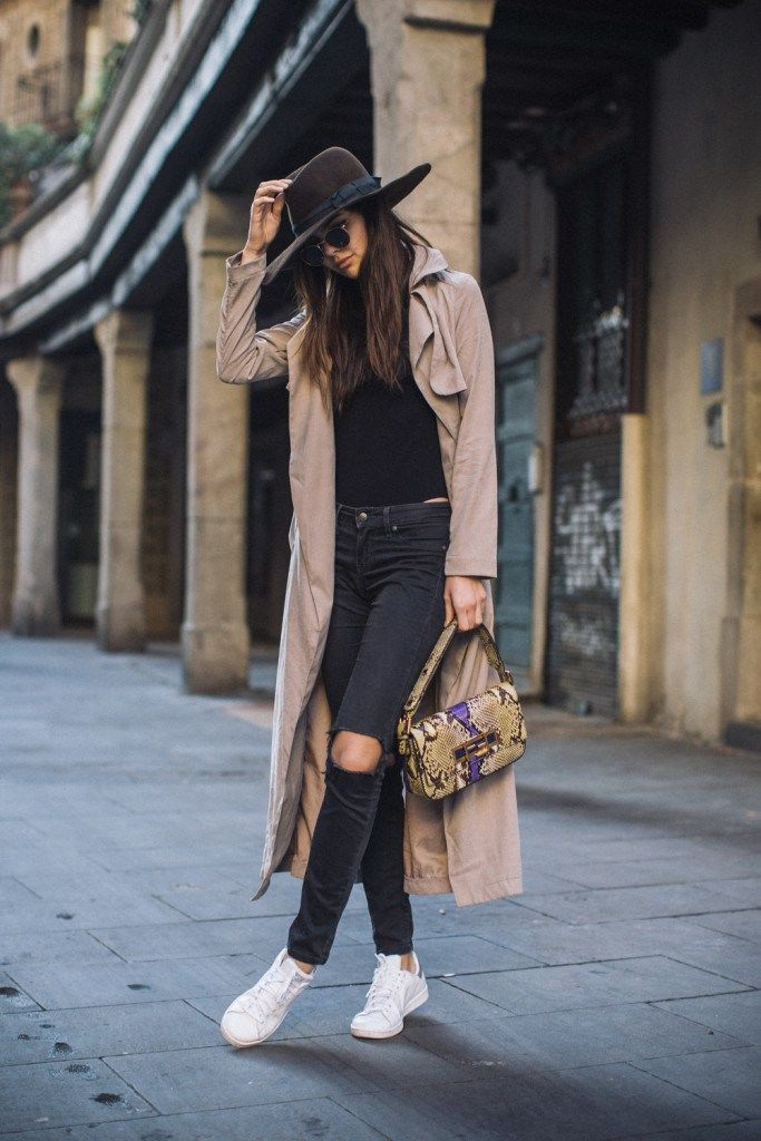 doina ciobanu hat ripped jeans ray bans barcelona-2