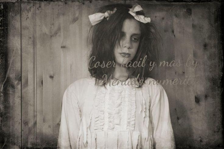 Camisón de la niña del exorcista. Tutorial aquí https://www.youtube.com/watch?v=EK2cntzqIb8