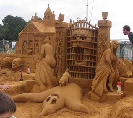 Awesome sand sculpture.: Sands Castles, Funny Pictures, Sand Sculptures, Walleye, Sandcastl, Sands Sculpture, Sands Art, Sandsculptur, Haunted Mansion