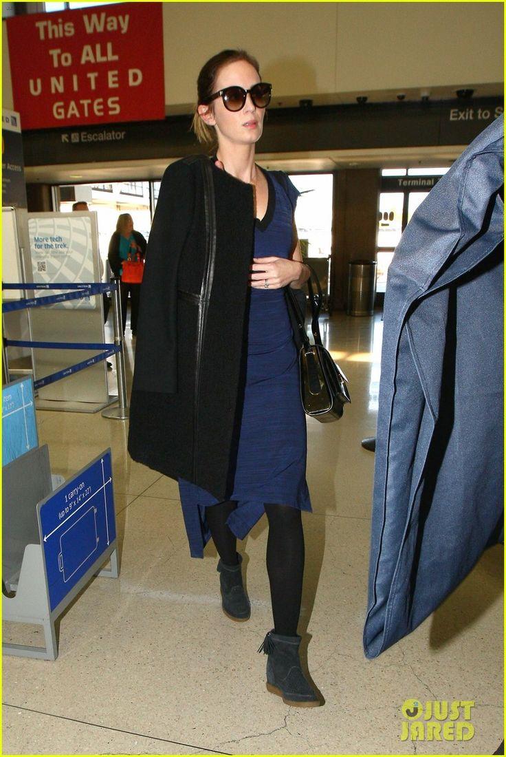Эмили Блант Листья муж Джон Красински дома и вылетает из аэропорта LAX