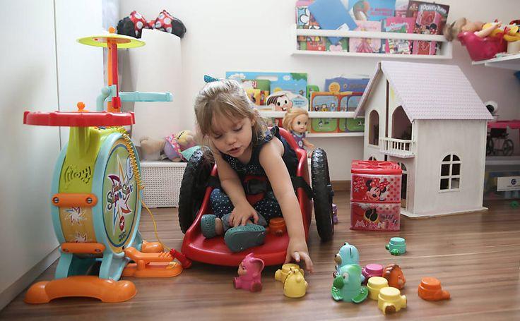 Pai-larga-emprego-e-projeta-cadeira-de-rodas-que-liberta-filha-com-paralisia