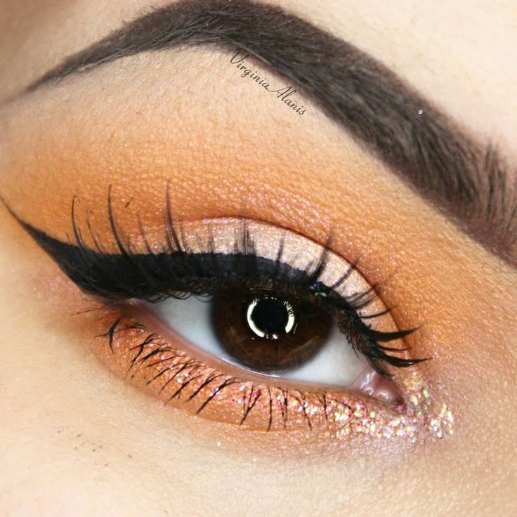 Virginia A.'s simple sunset hued eyemakeup is given a doze of fabulous, with her pretty lashes. She used the gift she received from Tweezerman #realbeautygenius. The Pro Master Lash Curler is especially designed for almond shaped and deep set eyes. It can reach even the smallest of lashes.