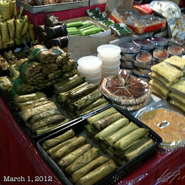 Left to right. Suman,sapinsapin maha,lecheplan   Other rice based sweets  ( Philippine snack foods)