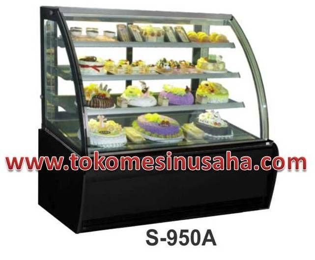 Curved Glass Cake Showcase adalah mesin showcase yang digunakan untuk mendisplay kue,selain kue mesin ini dapat digunakan untuk cokelat. Type : S-950A Dimensi : 150 x 81 x 140 cm Volume : 420 L Power : 1000 W Berat : 325 Kg Rak : 3 buah Pendingin : R134A
