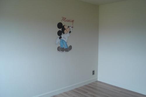 Mickey schrijft naam 1. #muurschildering #decoratie #Decodomus