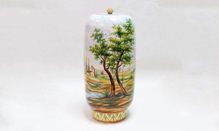 Vaso con paesaggio tradizionale Vaso in maiolica interamente tornito e dipinto a mano. Realizzato in unico esemplare. #ceramics #madeinitaly