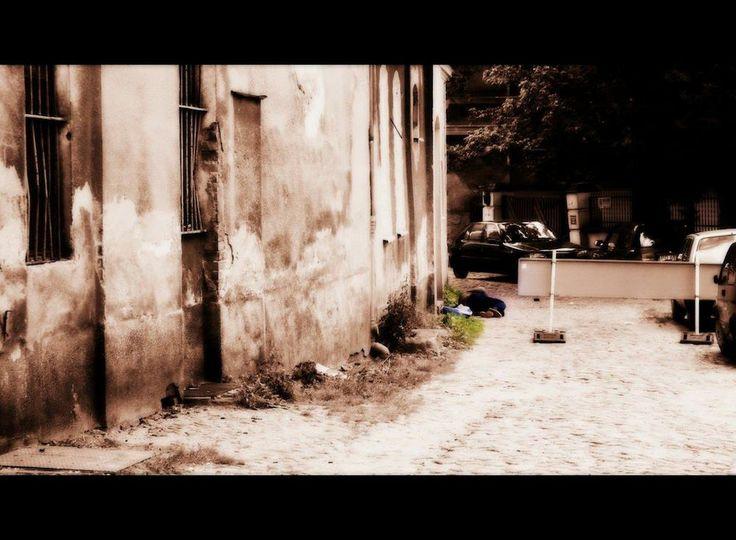 """fot.Sławek Wąchała: """"...uliczki na Śródce mają swój niepowtarzalny charakter, z przyjemnością  się po nich """"snuję""""  wraz z moimi bliskimi"""". https://www.facebook.com/photo.php?fbid=10151982555642893&set=a.392564567892.167471.376101312892&type=1&stream_ref=10"""