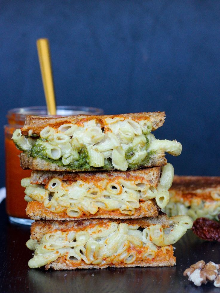 vegan grilled mac and cheese sandwich | apolloandluna.com