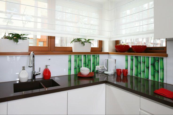 http://www.dobrzemieszkaj.pl/kuchnia_i_jadalnia/podlogi_i_sciany/107/co_polozyc_miedzy_szafkami_w_kuchni_praktyczne_rozwiazania,100867-110546.html