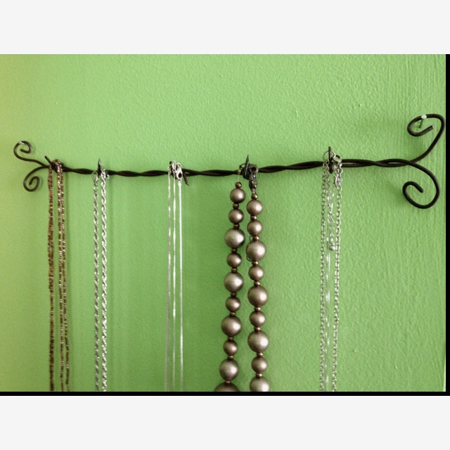 Barbed wire jewelry hanger