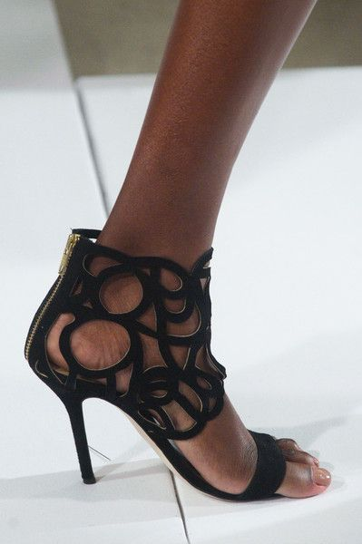 Oscar de la Renta Fall 2014 - are the shoes cheaper if you buy them half a size too small?