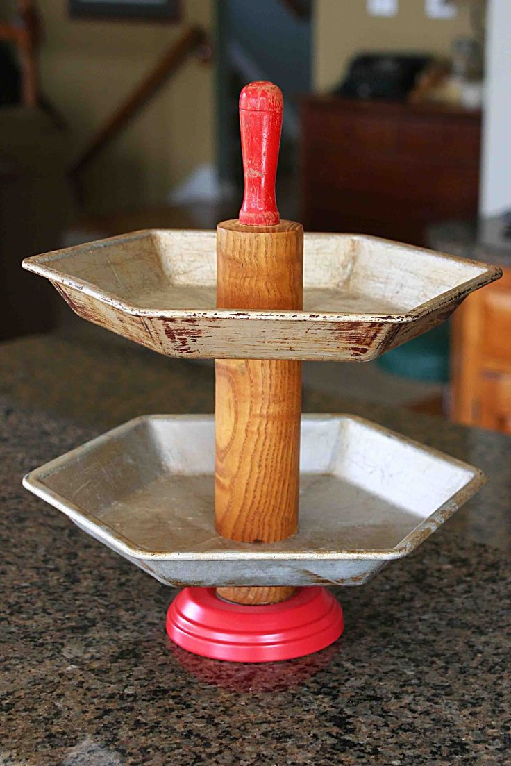 Tiered pie plate stand using old rolling pin!Ideas, Rolls Pin, Diy Tutorial, Rolling Pins, Jane'S Mom, Pies Plates, Tiered Pies, Crafts, Plates Stands