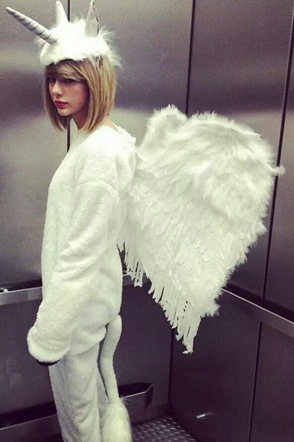 Taylor Swift unicorn outfit