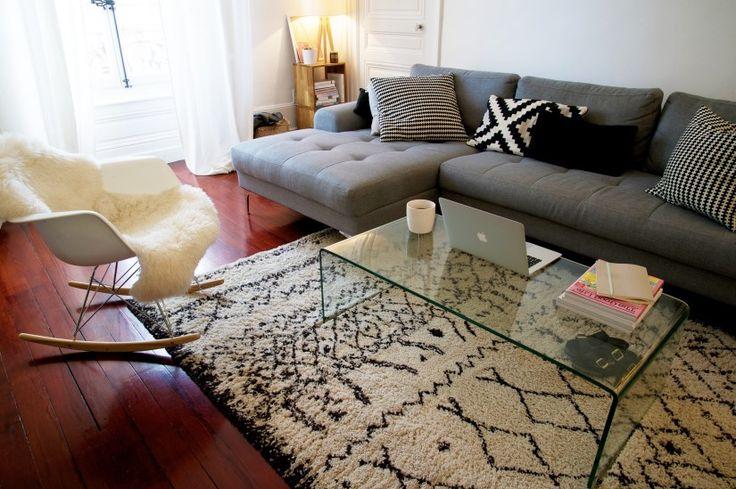 Le canapé d'angle gauche Vittorio anthracite a une silhouette design italienne très contemporaine.