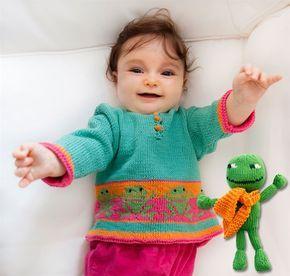 """Grønne frøer, der hopper, er sjove motiver på babyblusen. En af frøerne er også hoppet ud af blusen og blevet til en """"dukke""""."""