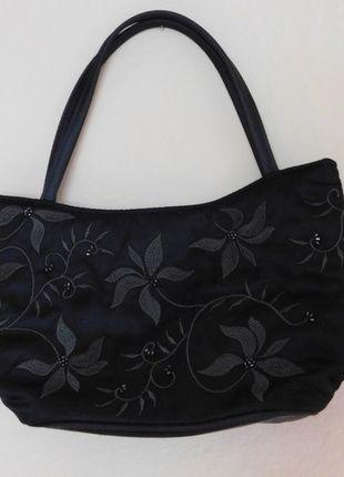 Kup mój przedmiot na #vintedpl http://www.vinted.pl/damskie-torby/torby-do-reki/14114335-marksspencer-czarna-satynowa-mala-torebka-wieczorowa