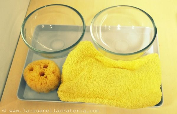 Transférer l'eau avec une éponge