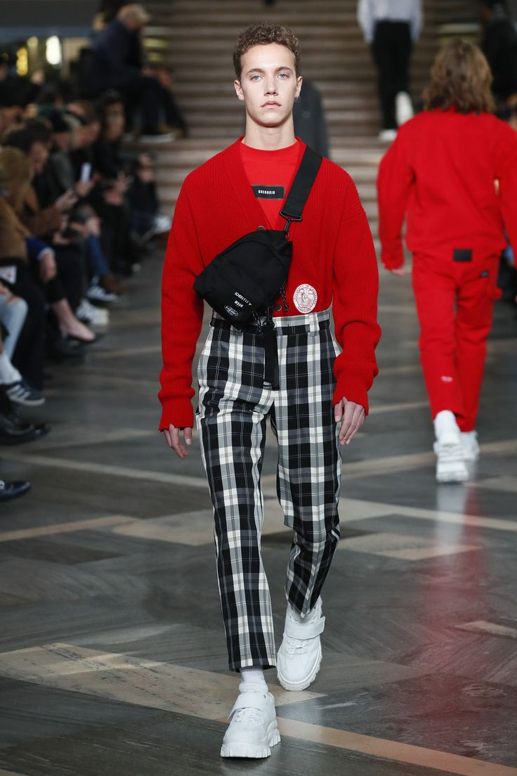 See the complete MSGM Fall 2018 Menswear collection.