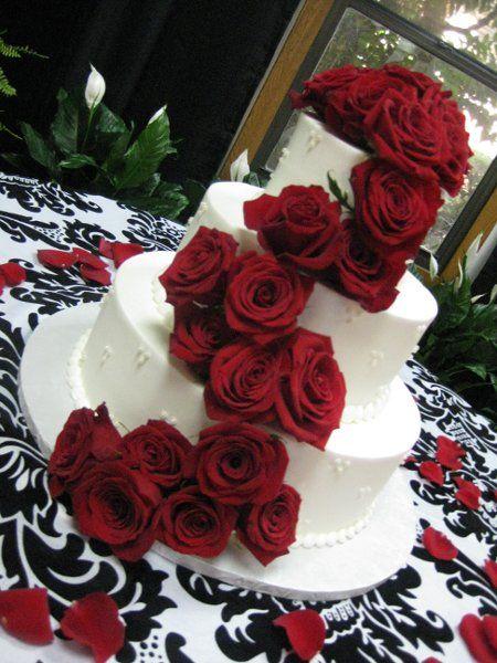 LOVE this cake.  Red wedding ideas #weddingcake
