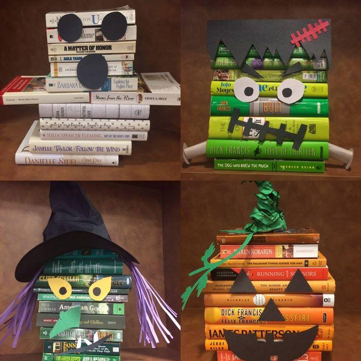 Boeken creatief stapelen, wat papieren accessoires en voilà een Halloweendecorstuk!