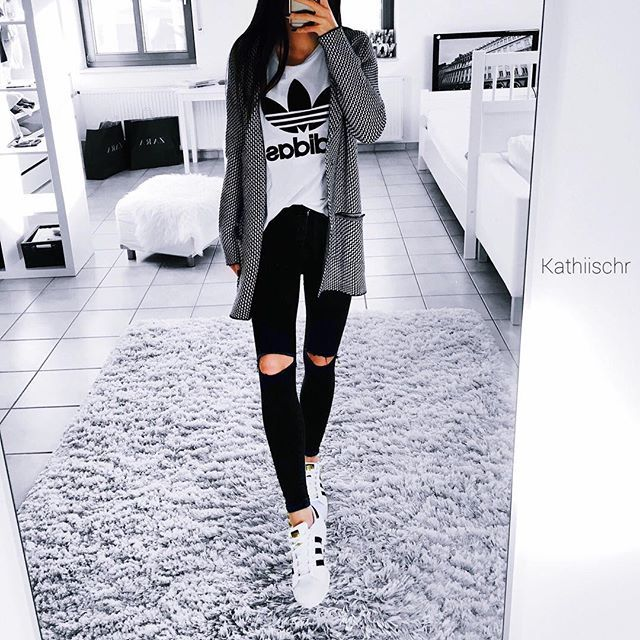 adidas, clothes, and fashion afbeelding adidas shoes women - http://amzn.to/2ifyFIf
