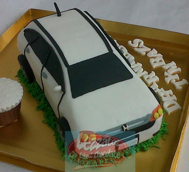 Honda CRV 3D Cake. Dibuat dengan teknik carving, kemudian ditutup dengan fondant