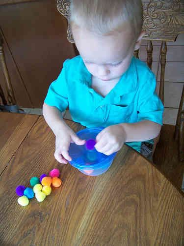 """""""Pom Pom Stuff It In"""" Busy Bag Idea for Toddlers"""