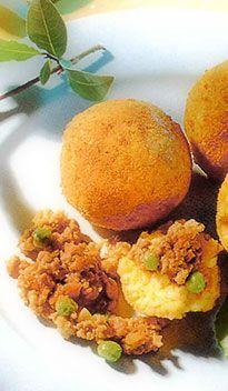 De arancina: De arancina, letterlijk sinaasappeltje (zie foto), is een beroemde Siciliaanse lekkernij. Deze flinke rijstbal gevuld met kaas en ham of vlees en groente, kom je in iedere Siciliaanse snackbar tegen. Een van de lekkerste arancine vindt u in een bar in Alcamo, vlakbij Balestrate en Castellammare del Golfo.